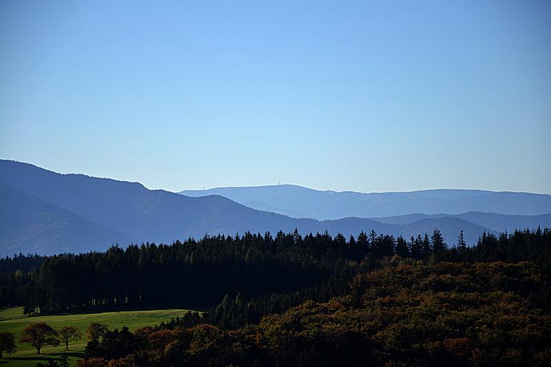 Hünersedelturm: Feldberg im Hintergrund