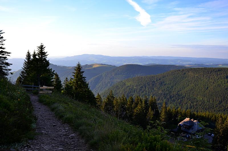 Naturfreundehaus im Hintergrund der Hinterwaldkopf und Kandel