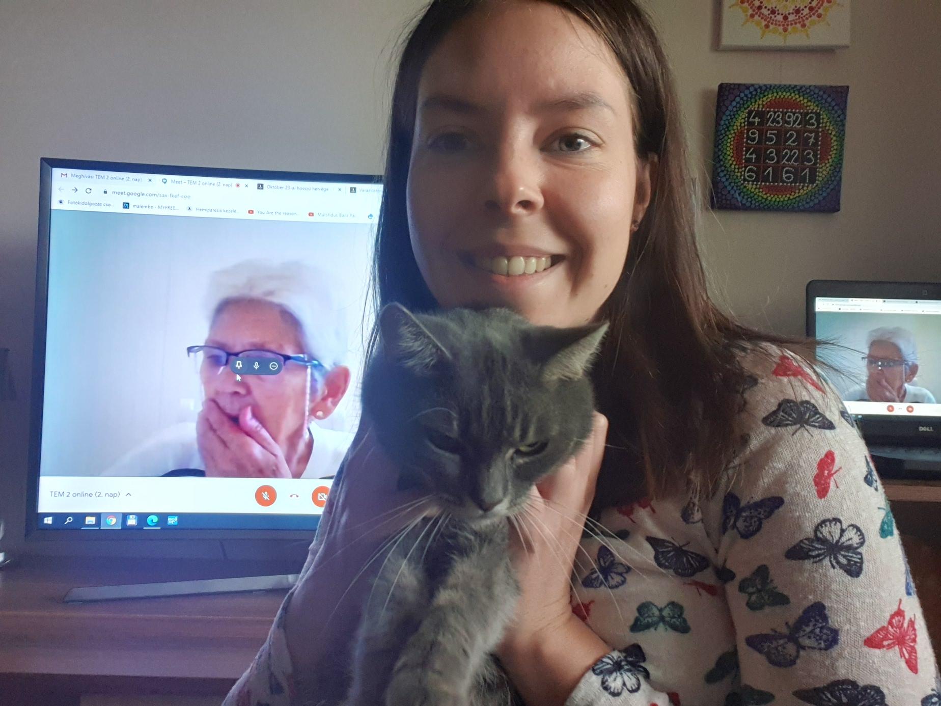 Tyukász Brigi és tanulótársa, a cica