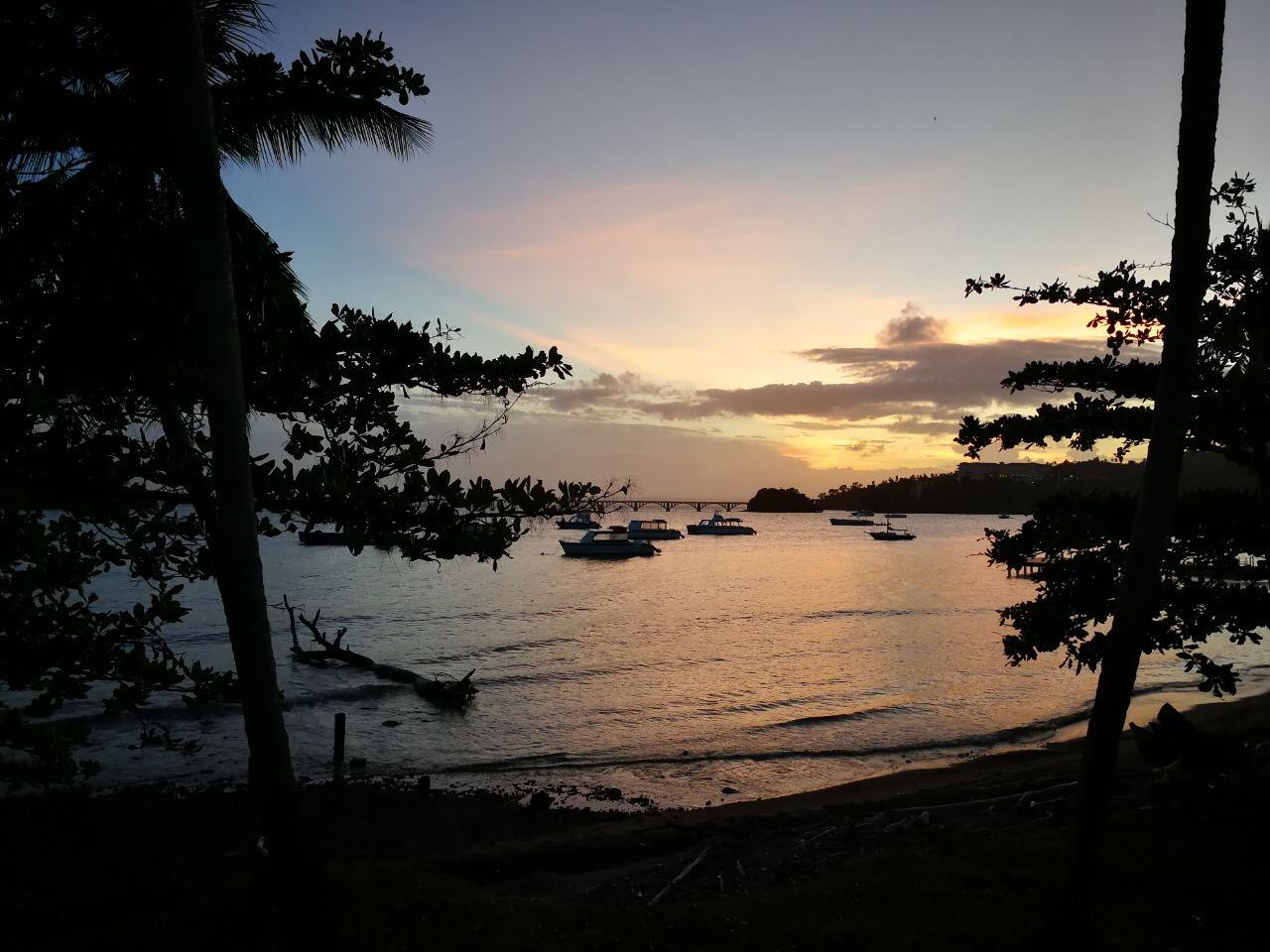 Bucht von Samaná in der Dämmerung