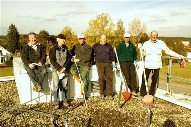 Mit viel eigenem Arbeitseinsatz installierten die Mitglieder des LC Schwenningen die Photovoltaik-Anlage, die seit Dezember 2009 Strom produziert.