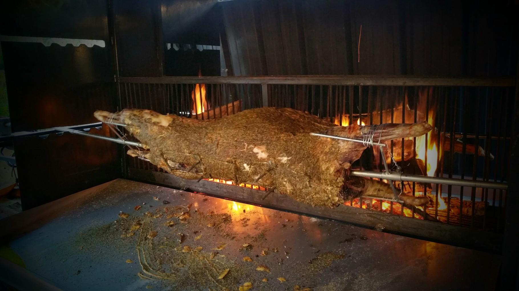 Méchoui à la broche cuit au feu de bois  Site de emilien  ~ Rotissoire Au Feu De Bois