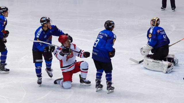 アイスバックス vs チャイナドラゴン: 近藤選手のゴール