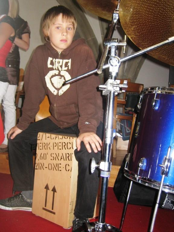 Lukas am Cajon, ein echt geiles Instrument!