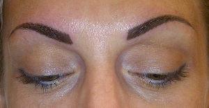 Redessiner les sourcils en maquillage permanent aprés