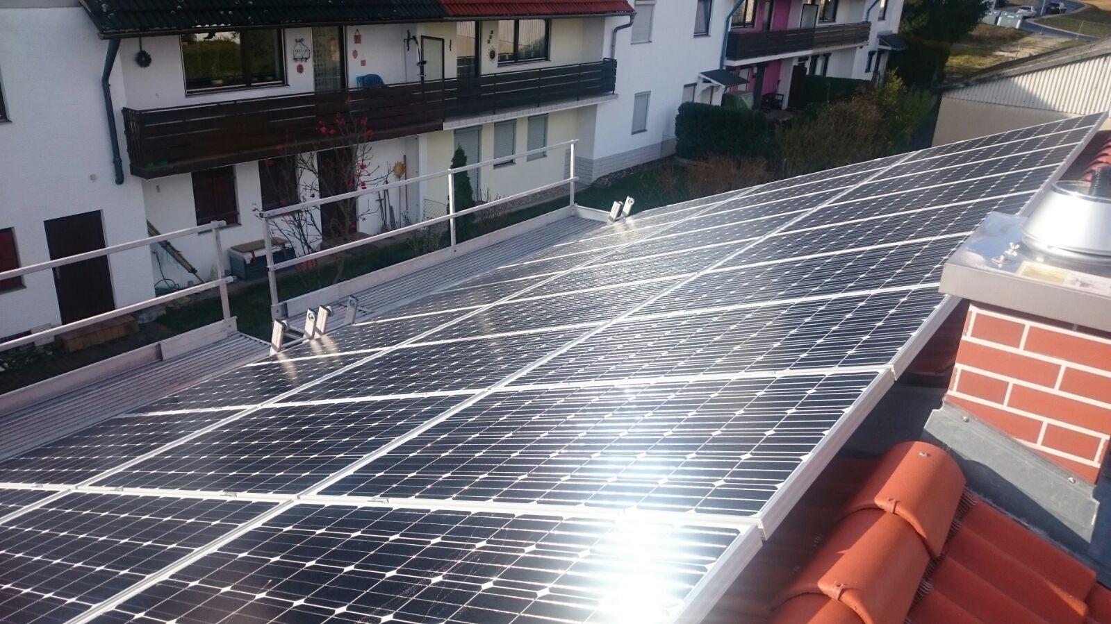 9,57 kWp Photovoltaikanlage mit Sharp Module  mit Senec 7.5 Lithium Speicher in Kelheim