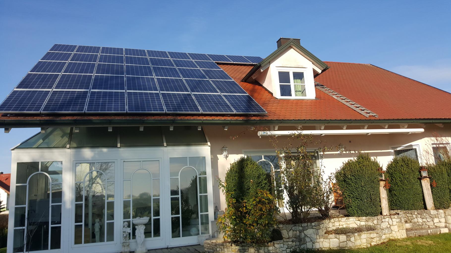 9,86 kWp Photovoltaikanlage mit Solarwatt Glas/Glas Module 30 Jahre Garantie mit Senec 8.0Pb Speicher in Pförring