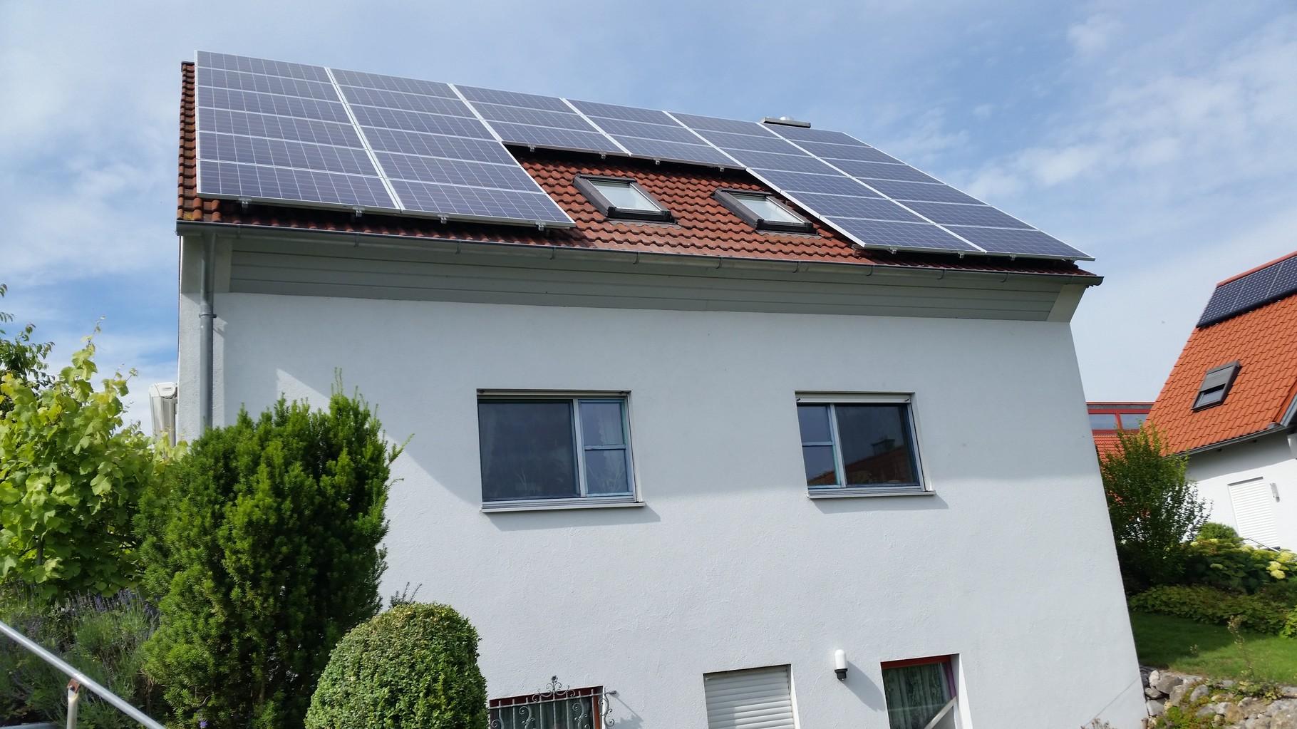 7,5 kWp Photovoltaikanlage 93077 Bad Abbach SHARP Modulen