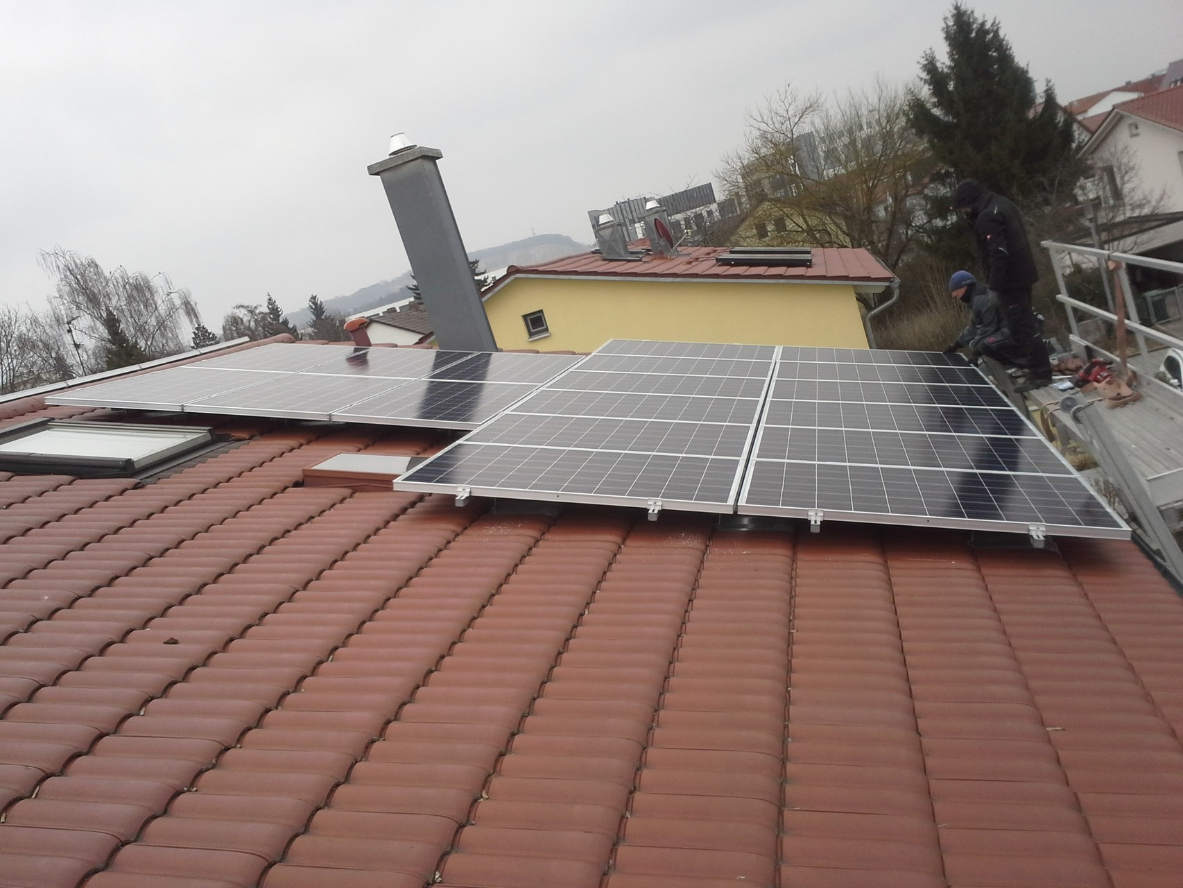 7 kWp Photovoltaikanlage 93059 Regensburg SHARP Modulen mit Senec G2 Plus Speicher