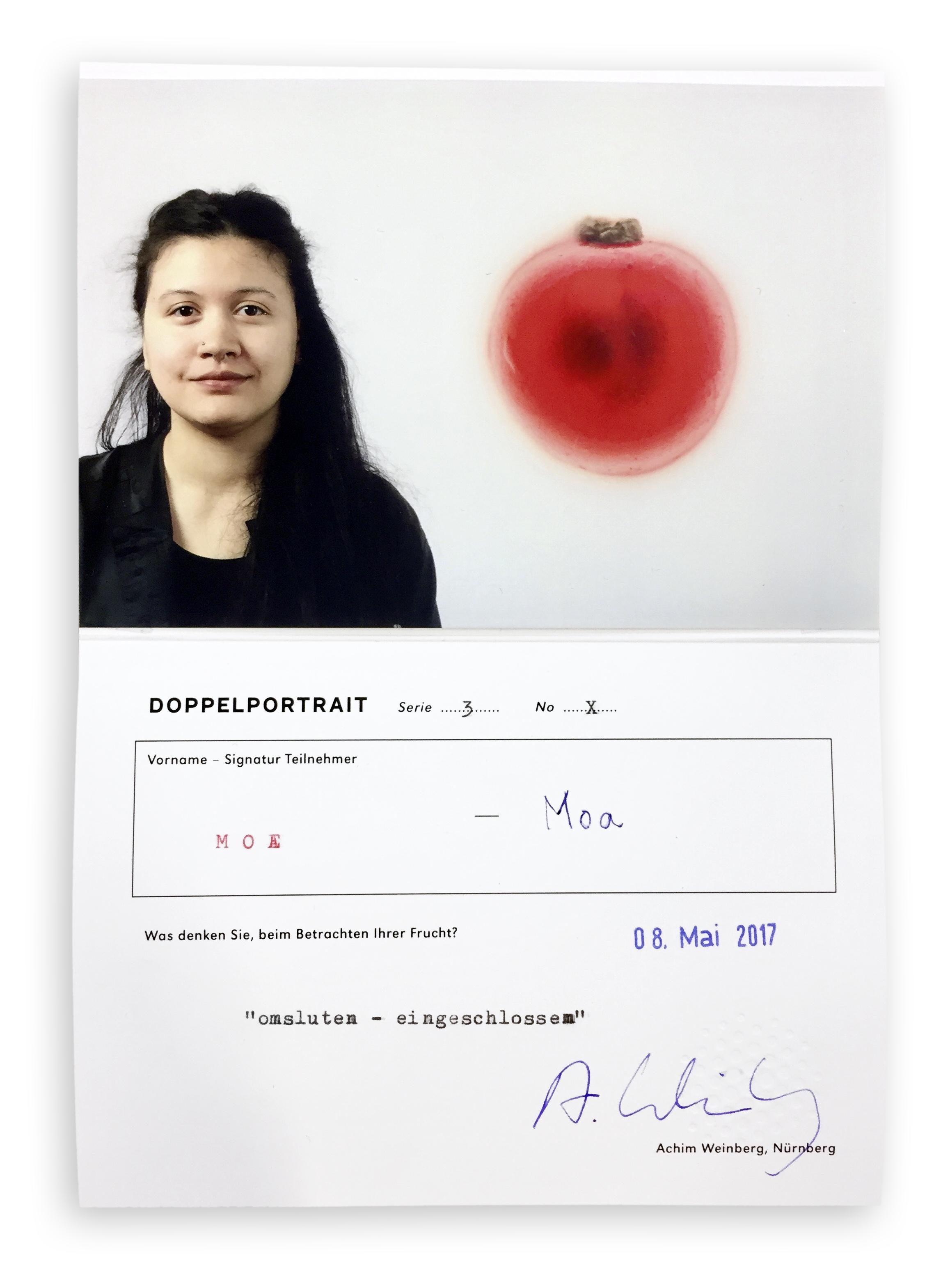 Zertifikat mit Moa aus Finnland – mein Lieblingsbild mit roter Johannisbeere