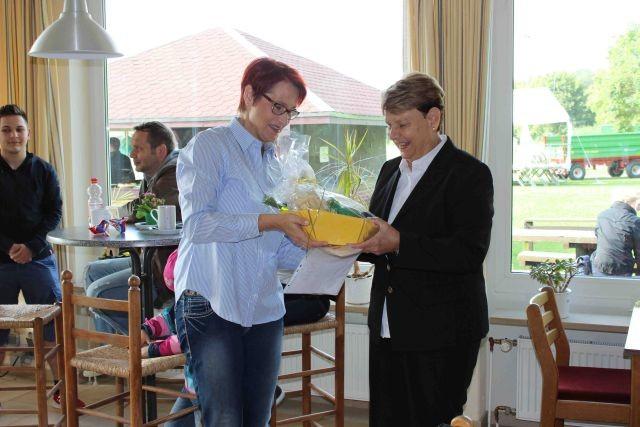 rechts Renate Rose mit Frau Ernst vom Regionssportbund