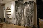 La Chute, encre et cire sur tissu.  Résidence Story–The Artist, The Survivor, 2005 à la Chambre blanche de Québec
