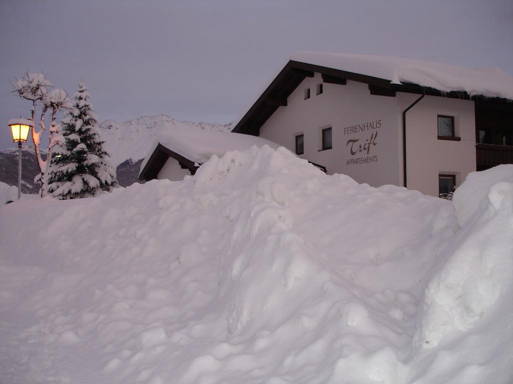 Meterhohe Schneewände