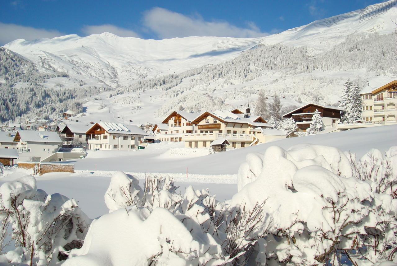 Blick vom Westbalkon zum Skigebiet