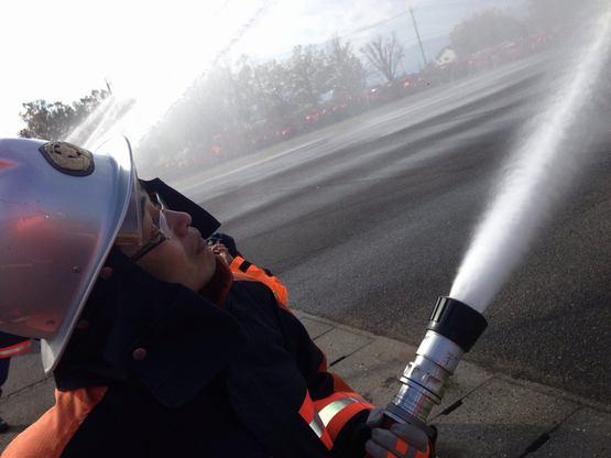 甲府市消防出初式で放水しました=2014年1月5日