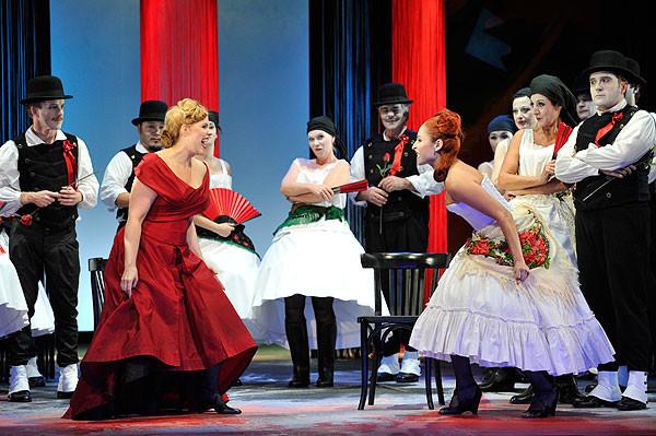lustige witwe -theater lübeck