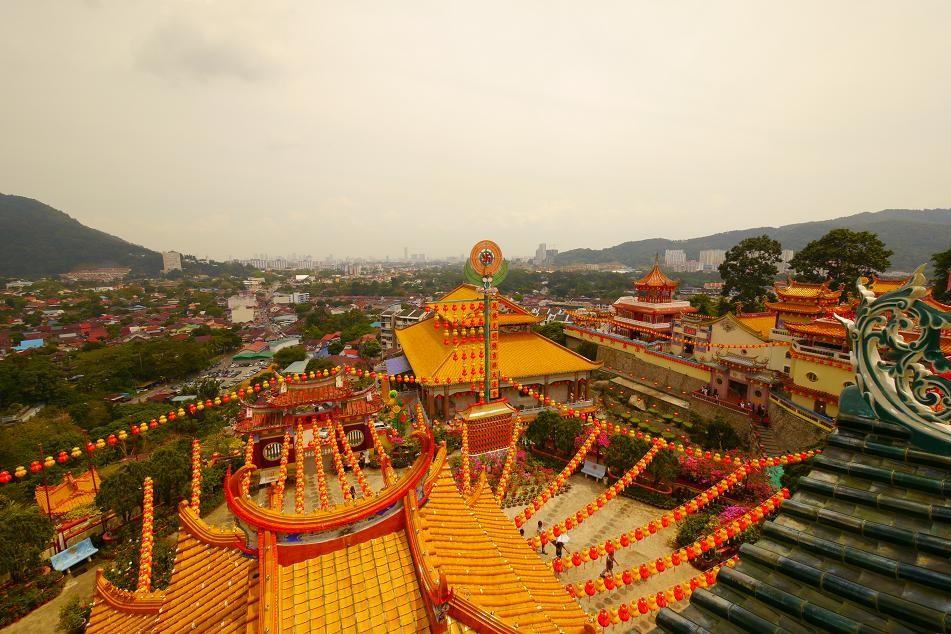 極楽寺。山を登るような形で建てられている寺院なので上るのは結構キツイ。
