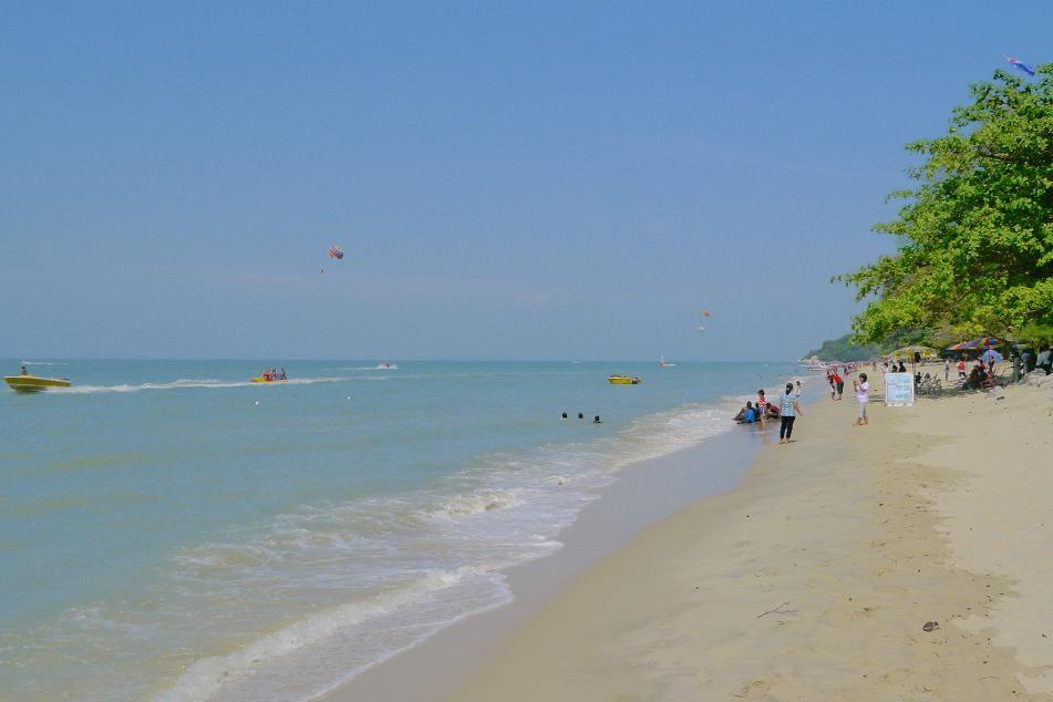 バトゥ・フェリンギと呼ばれるビーチエリアは日本人観光客も多い。