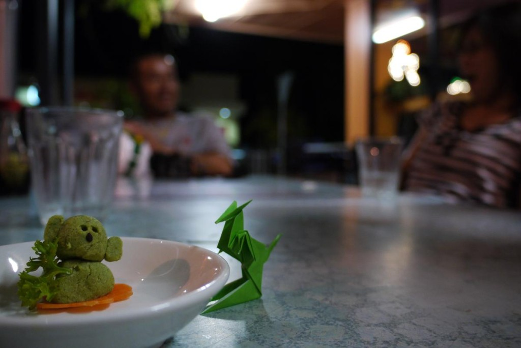 ワサビで作られたコアラと折り紙のカンガルー。ハートのこもったサービスがサミー先生ファンが増える理由。