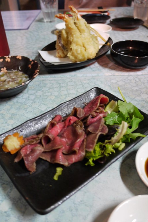 サックサクの天ぷらと和牛たたきは絶品。この二つのオーダーはMUSTです!!