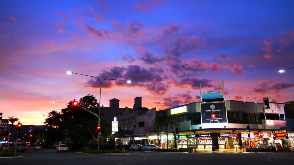 Abott St.とSpence St.のコーナー。仕事の合間にキレイな夕空をパシャ。