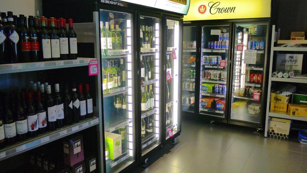 コンビニにはアルコールも売っているので安心。