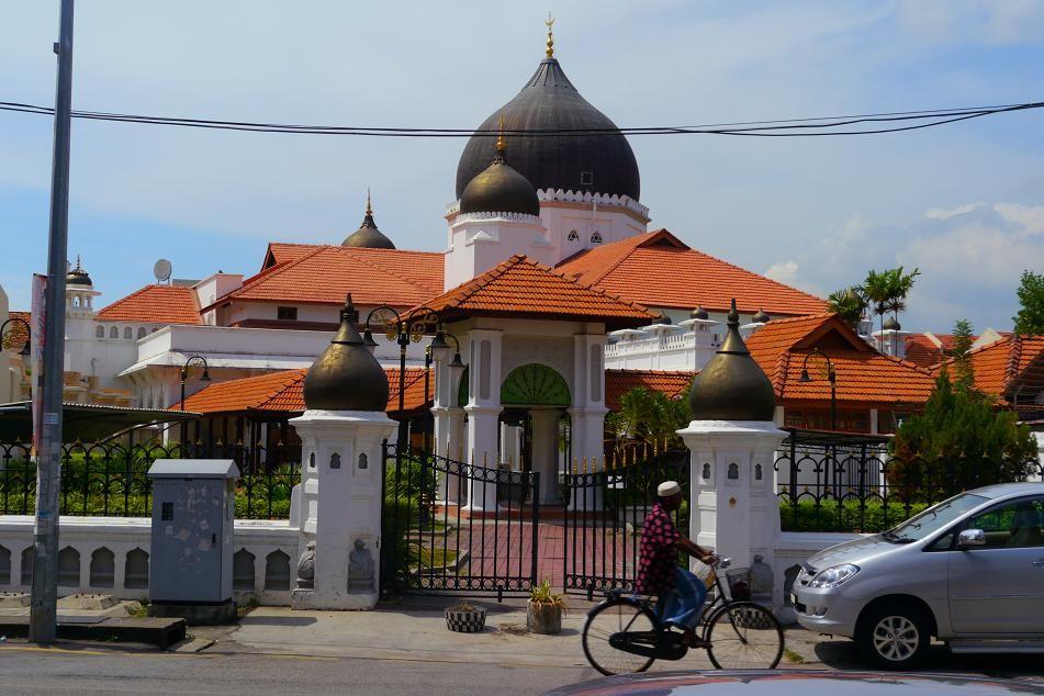 イスラム寺院。ペナンはひとつの通りに4大宗教の全ての建物が存在する。でも平和。