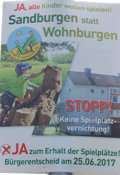 Die einen plädieren für Sandburgen (l.), die anderen stimmen für bezahlbaren Wohnraum, um unter anderem Flüchtlinge unterbringen zu können. © Neumann