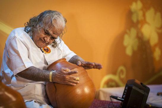 Vikku Vinayakuram        photo by Akira Io