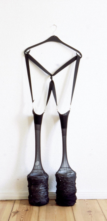 (2002, mixed media, barbed wire, women's tights etc.)