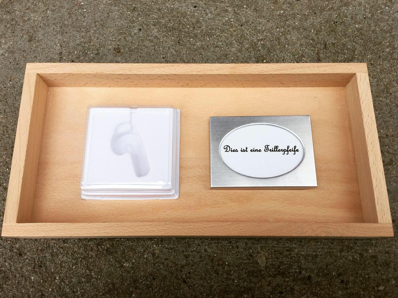 Dies ist ein Trillerpfeife / This is a whistle (2011/2019)