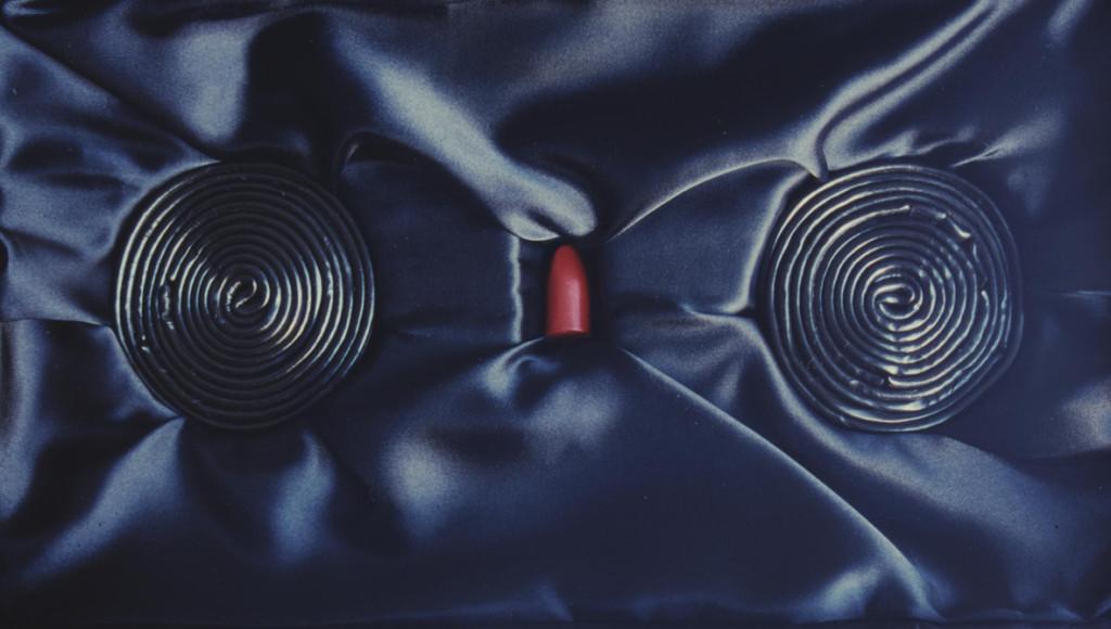 (1999, mixed media, lipstick, liquorice, box 33x18,5x9cm, etc.)