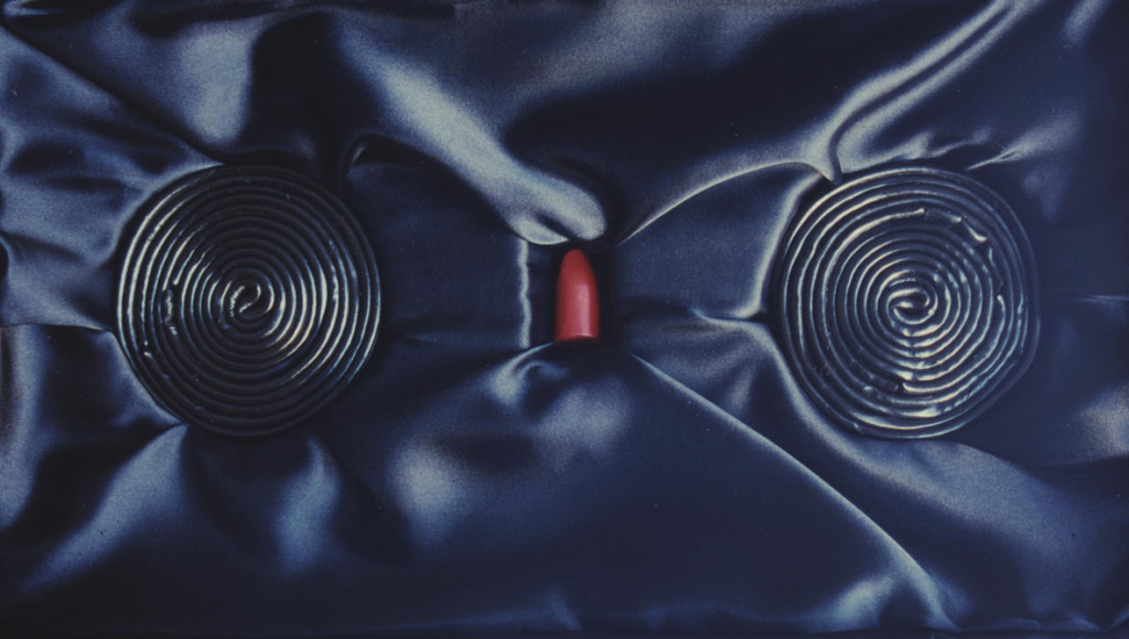 (1999, mixed media, lipstick, liquorice, box 33x18,5x9cm, etc.)