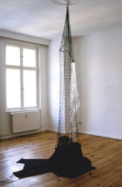 Lorelei (1998, mixed media, nylon thread, shower head, net etc.)