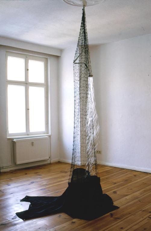 Lorelei (1998, mixed media, nylon thread, shower head, net etc.)