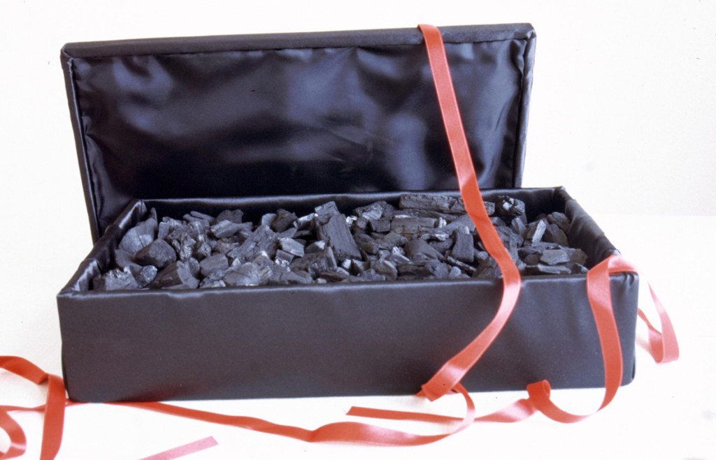 (2001, mixed media, box 43x25,12,5cm, etc.)
