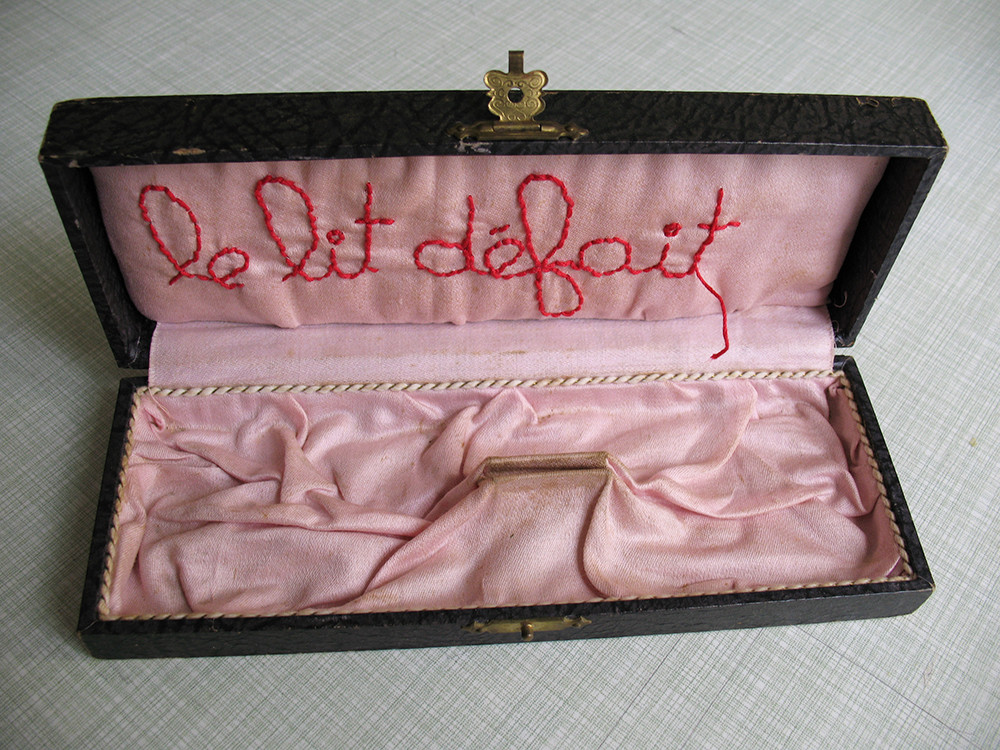 le lit défait / the undone bed / das ungemachtes Bett (pink, 2013 / private collection)