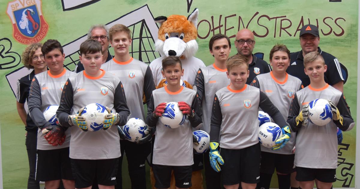Fußballfuchs beschenkt Jugend-Torhüter