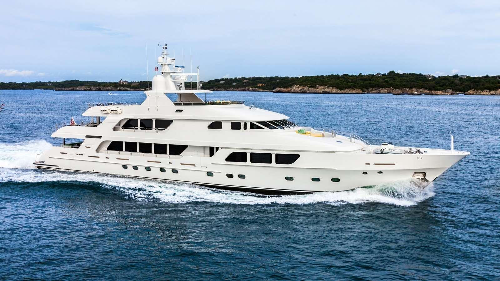Motor Yacht Carte Blanche