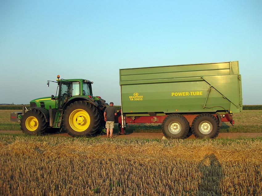 Abfahren von Getreide mit der Brantner-Mulde