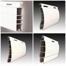 Diferentes lamas de persiana de PVC
