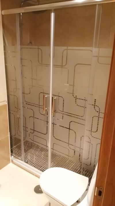 Mampara de baño instalada por MAMPATEC en El Campillo (Murcia)