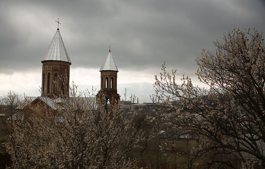 Храм весной