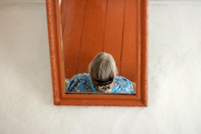 В зеркале