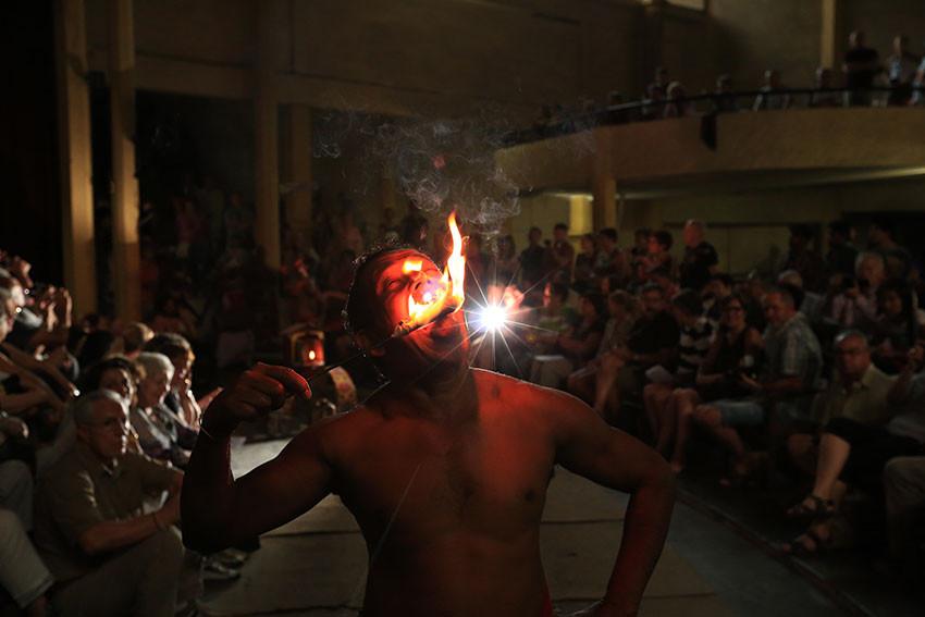 Пожиратель огня. Шри-Ланка