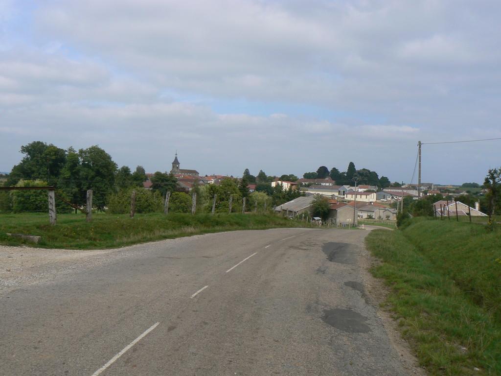 vue éloignée depuis la route de Robécourt