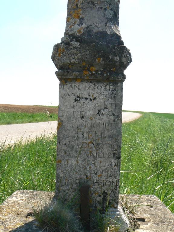 inscription sur la croix Maillery