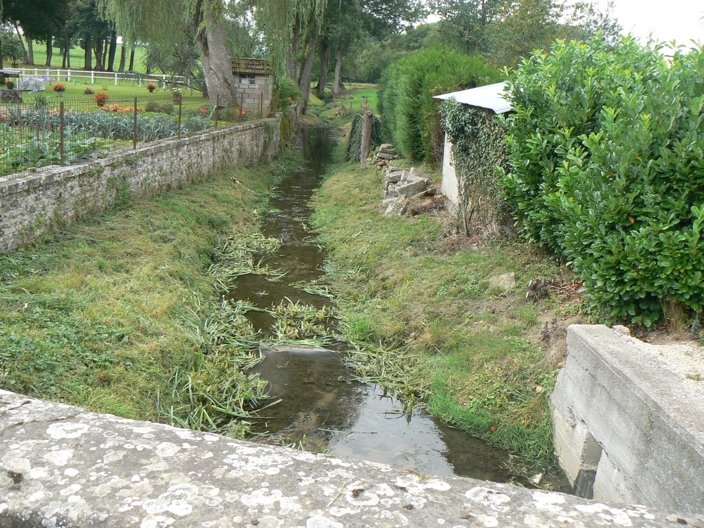 ruisseau traversant le bas du village