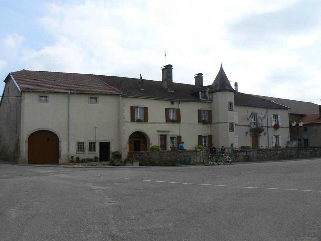 ancien château (mairie et salle des fêtes)