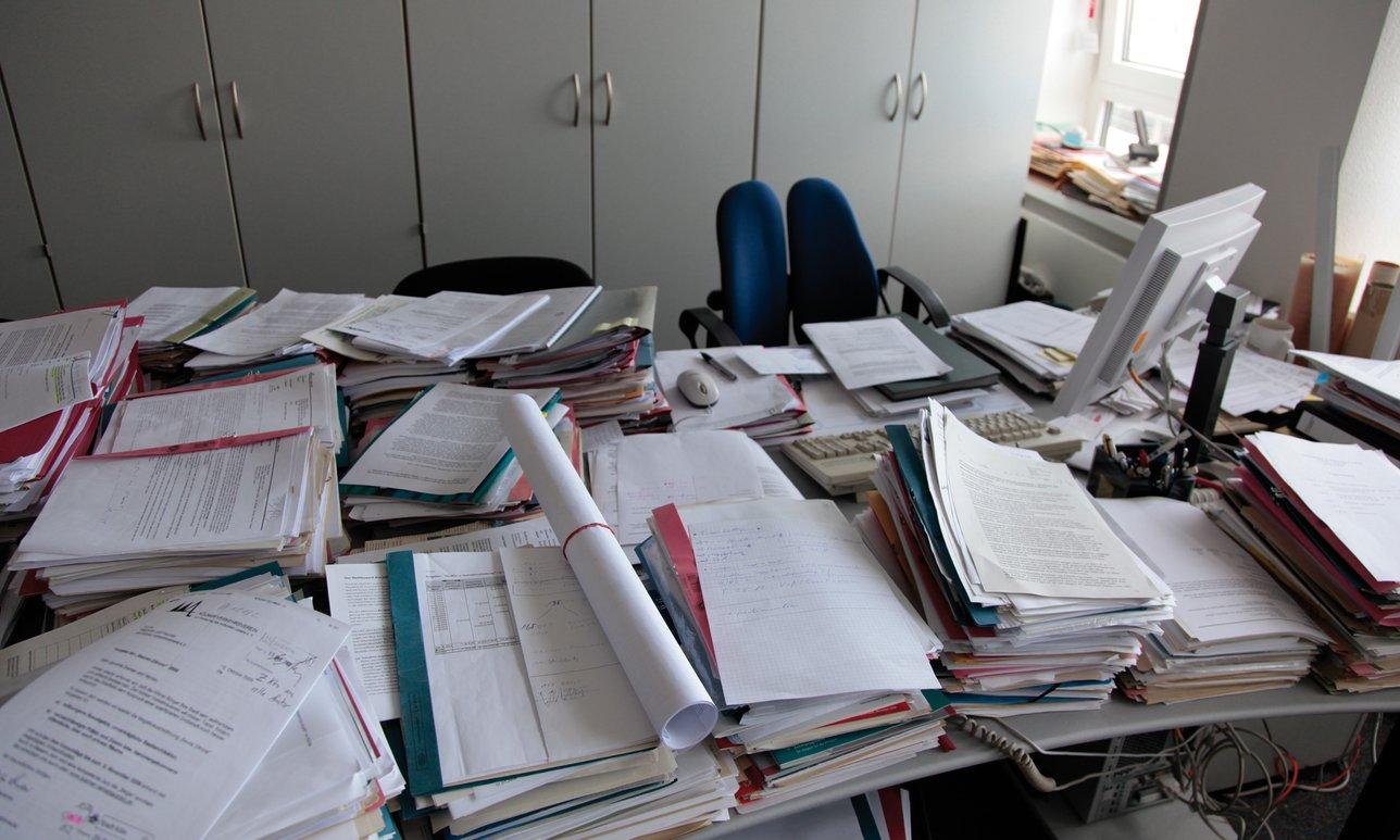 Büroarbeitsplatz chaos  Impressum - Burschenverein Dingharting